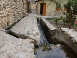 629-Ollantaytambo-authentiques-canalisations-incas-300x225