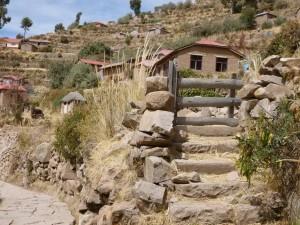 654-Paysage-méditerranéen-sur-le-Lac-Titicaca-île-de-Taquile-300x225