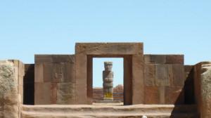662-Tiwanaku-Ponce-aligné-avec-la-porte-du-temple-Kalassassaya-300x168