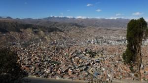 665-La-Paz-suspendue-aux-montagnes-300x168